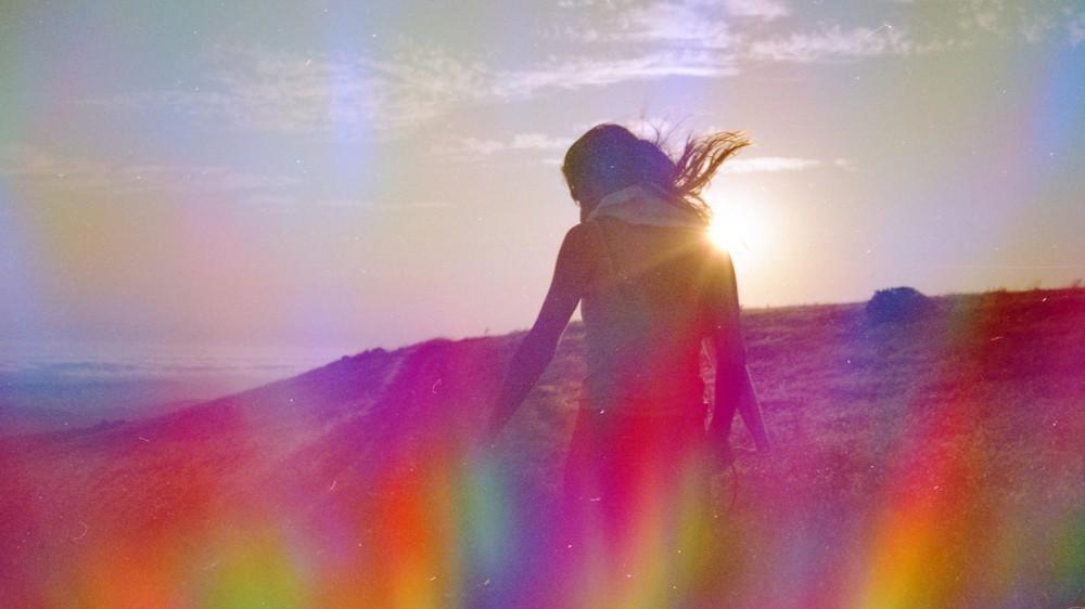 Chakra-sounds-vibrational-medicine-girl-radiating