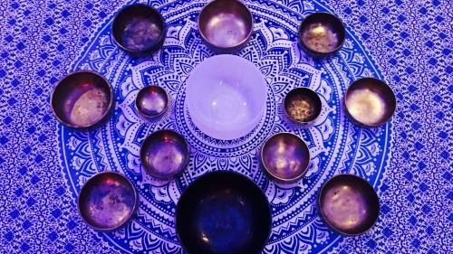 sound-bath-crystal-ashram-lee-purplebowlssmall